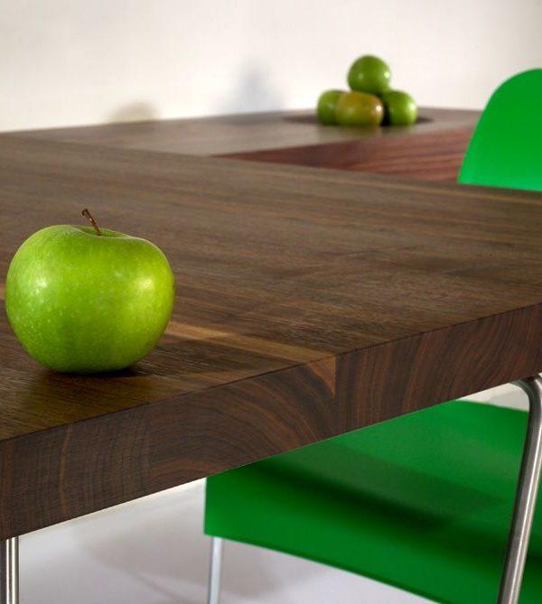 Tisch auf Sideboard