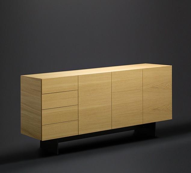 Highboard-mit-Plattengestell-schwarz-Eiche-Echtholz-furniert-schräge-Seitenansicht