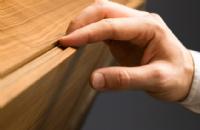 Lowboard-Grifffalz-Detail