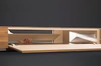 Lowboard-Klappe-mit-Medienteil-offen-Detail (1)